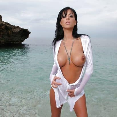 Fake Brüste am Strand