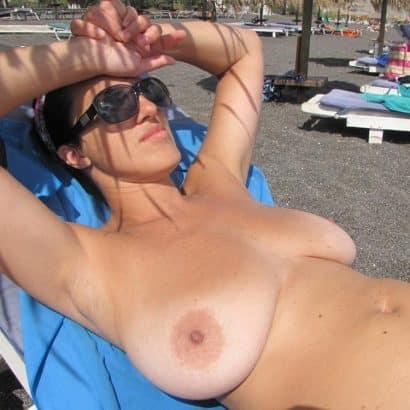 große hängebrüste am Strand