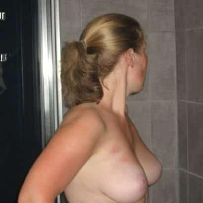 Anonyme kleine Brüste