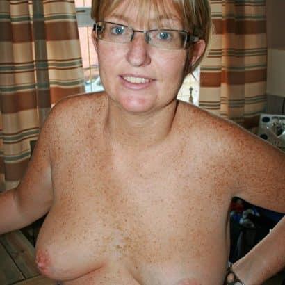 kleine Brüste Nerd