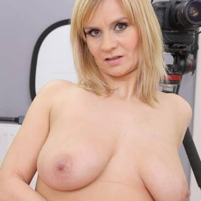 Blonde Hängebrüste
