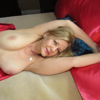 Frühlings Brüste im Bett