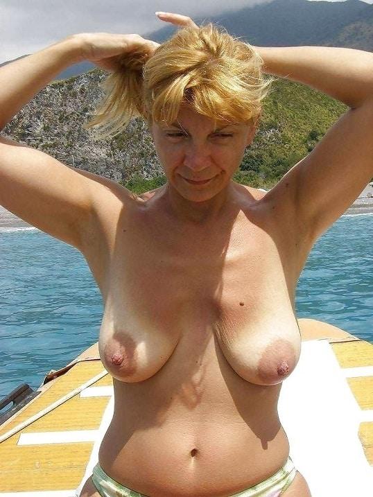 Brüste nackt hänge Große Brüste