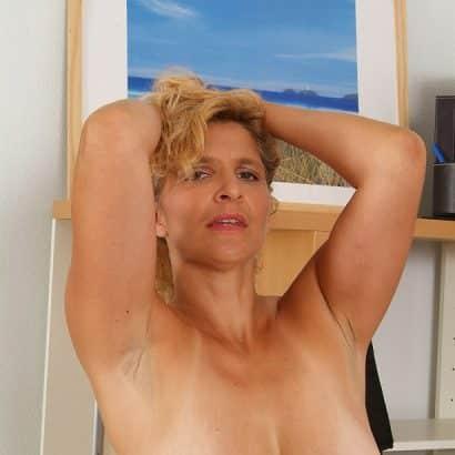 Mittelgroße Hängende Brüste