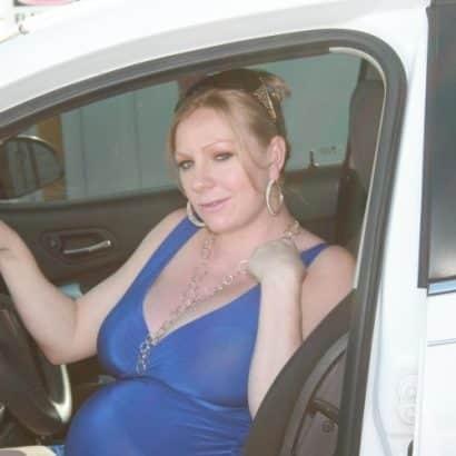 Schwangere Brüste eingepackt