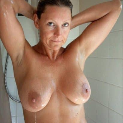 Titten unter der Dusche