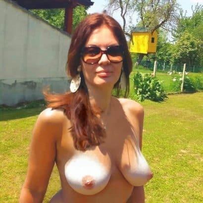 leicht hängende Brüste