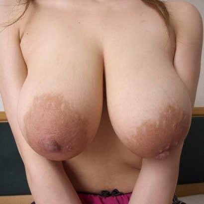 Nackte Brüste und große Nippel
