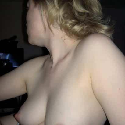 Nackte Brüste zeigen