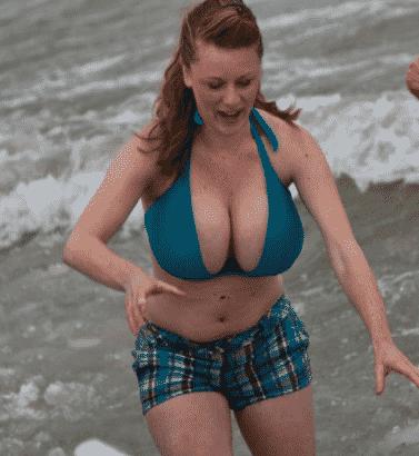 halbnackte Brüste im Bikini