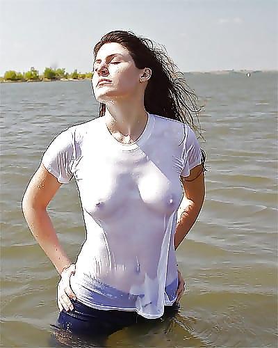 madchen sehen durch das nasse shirt