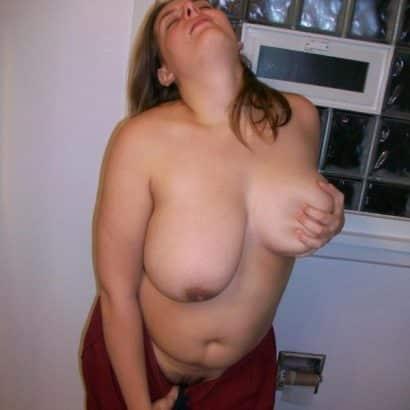 Schwangere Brüste anfassen