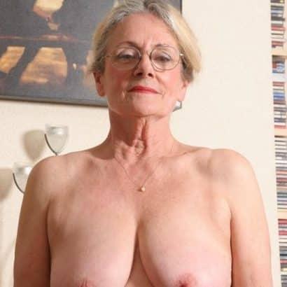 Dicke Oma Boobs