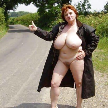 Oma Titten am Straßenrand