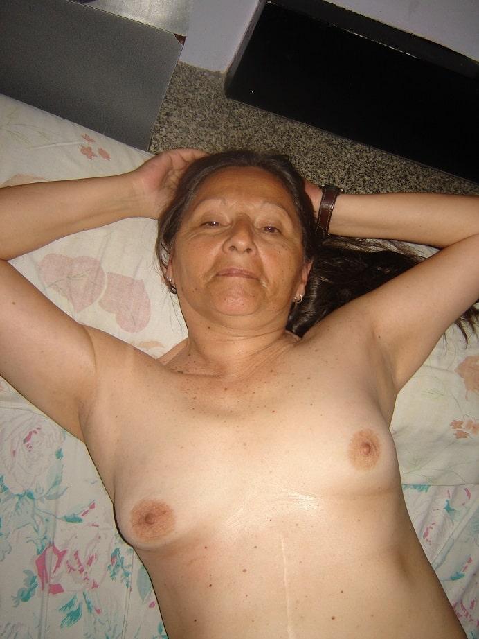 Frauen kleinen dicke brüsten mit