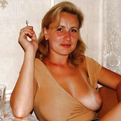 Blonde Brust raus