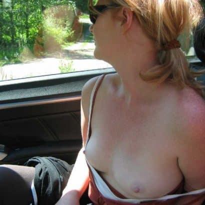 Im Auto Kleine Brüste