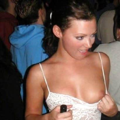 Titten raus bei Party