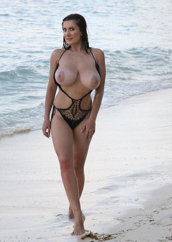 Große Brüste Am Strand