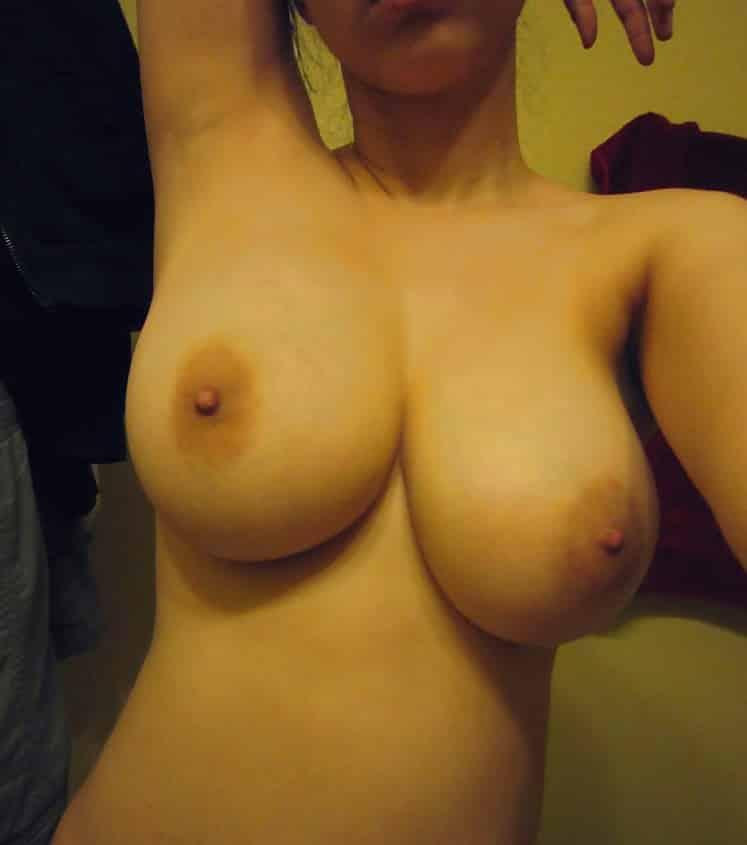 Titten selfie Titten selfies