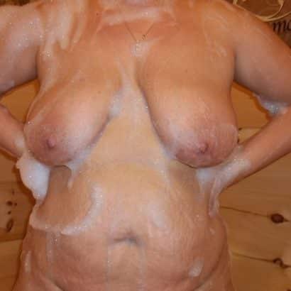 Hängede Titten in der Dusche