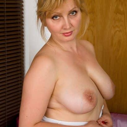Echte Titten einer Blondine