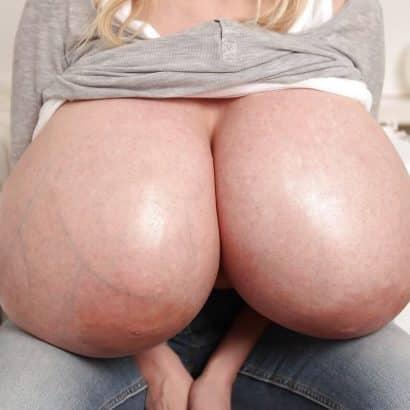 Große Brüste und Adern