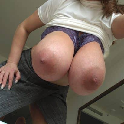 Riesen Titten raushängen lassen