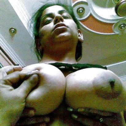 Nippel und Titten kneten