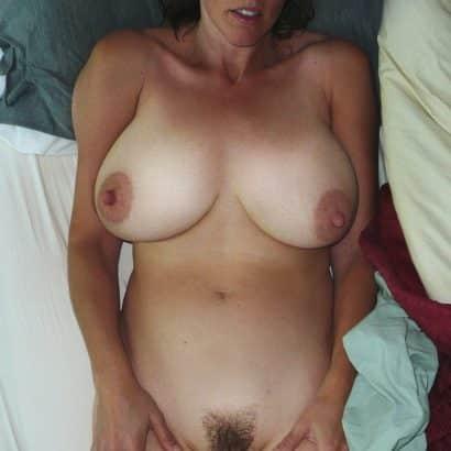 Sexy Titten und haarige Möse