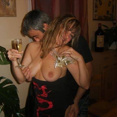 Titten kneten auf Party