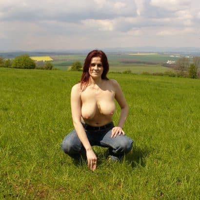 Deutsche Titten im Feld