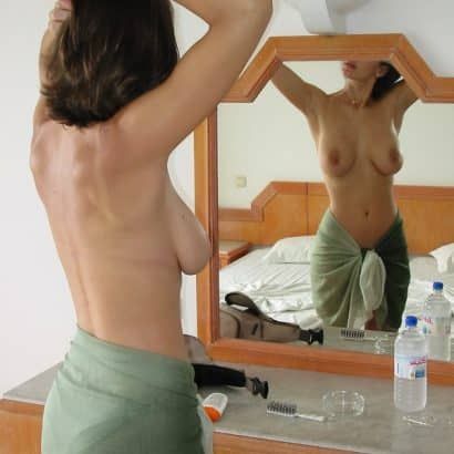 Deutsche Titten vor dem spiegel