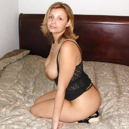Reife Titten im Bettchen