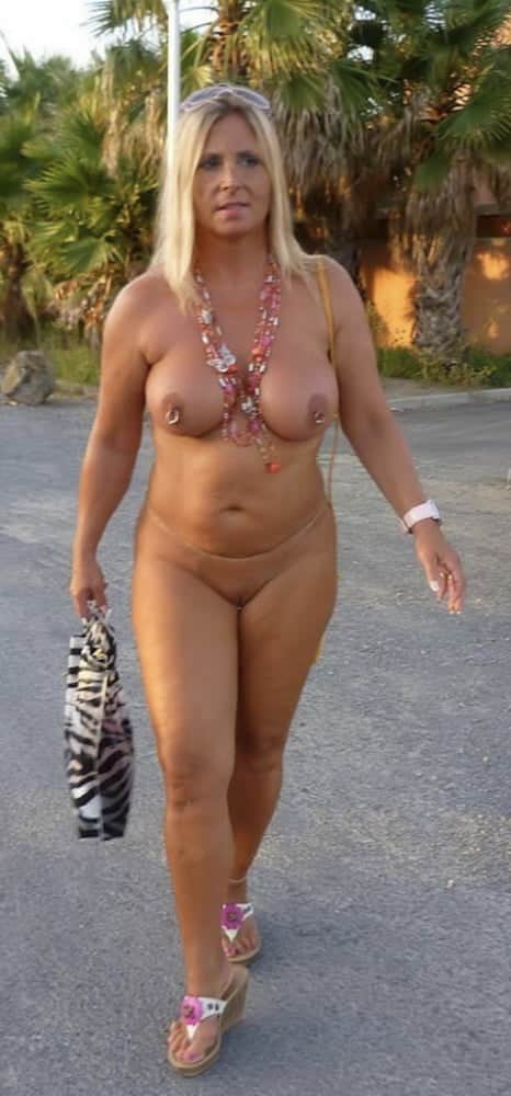 Reife Frau mit Super Hänge Titten