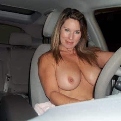 Super Titten im Auto