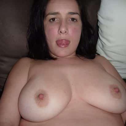 Dicke Titten Pics auf dem Sofa